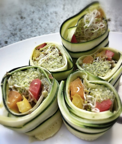 zucchini rolls with curried hummus kelp noodles, sprouts, and rainbow peppers